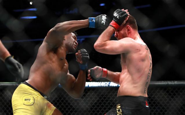 Шампионът на Ultimate Fighting Championship (UFC) в тежка категория пренаписа