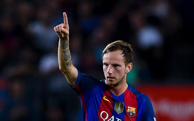Полузащитникът на Барселона ИванРакитиче със счупен пръст на ръката след