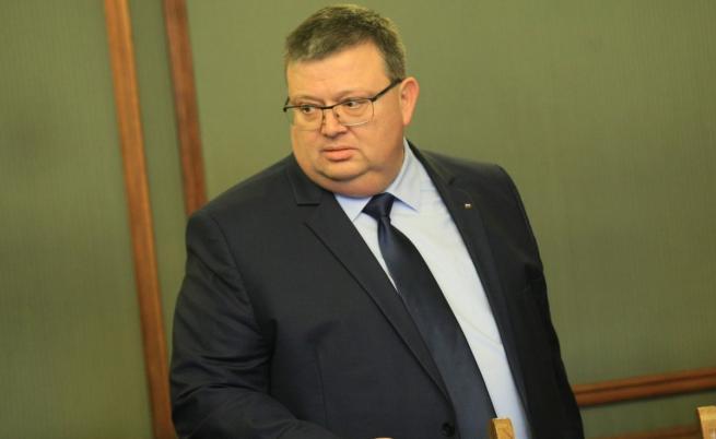 Цацаров иска проверка за горенето на боклуци от ТЕЦ-ове