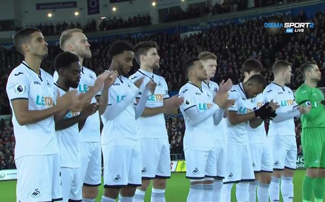 Тимовете на Суонси и Ливърпул почетоха английската легенда Сирил Реджис,