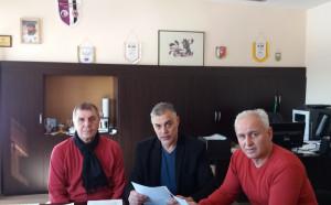 Клубът на DJ Теди Джорджо също подкрепи Боби Михайлов