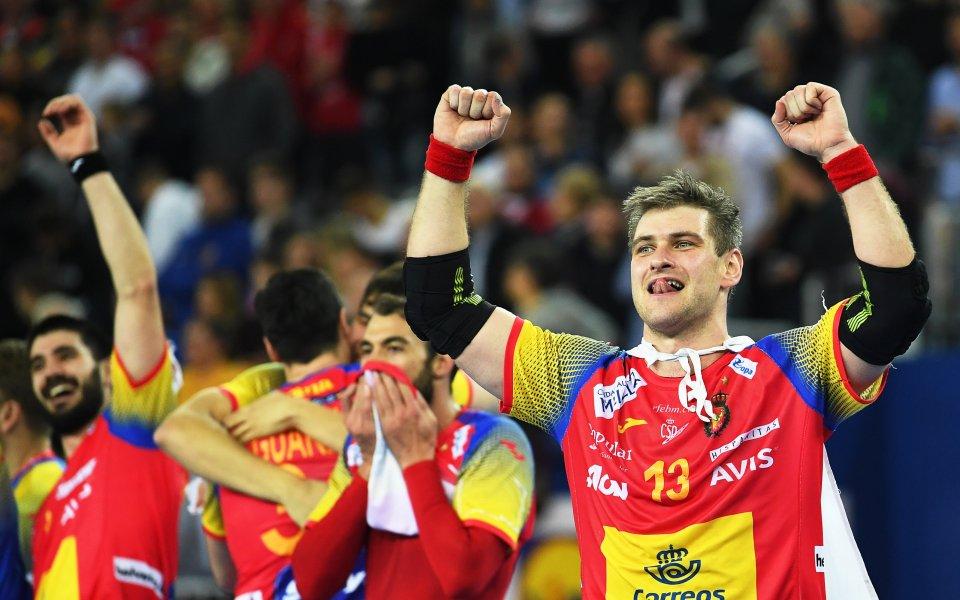Защитаващият титлата си Испания и Хърватия продължават победната си серия