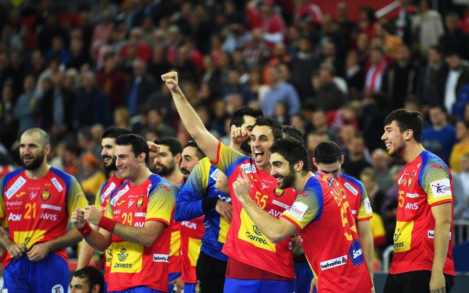 Защитаващият титлата си отбор на Испания победи Словения с 34:32