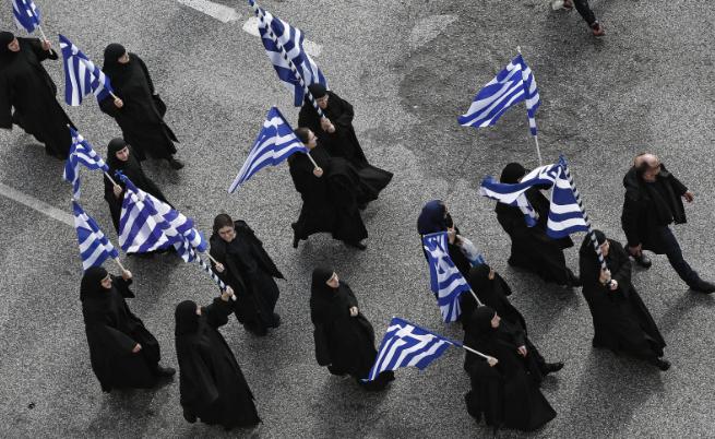 Гръцките духовници припознаха протеста и част от тях взеха участие в него.