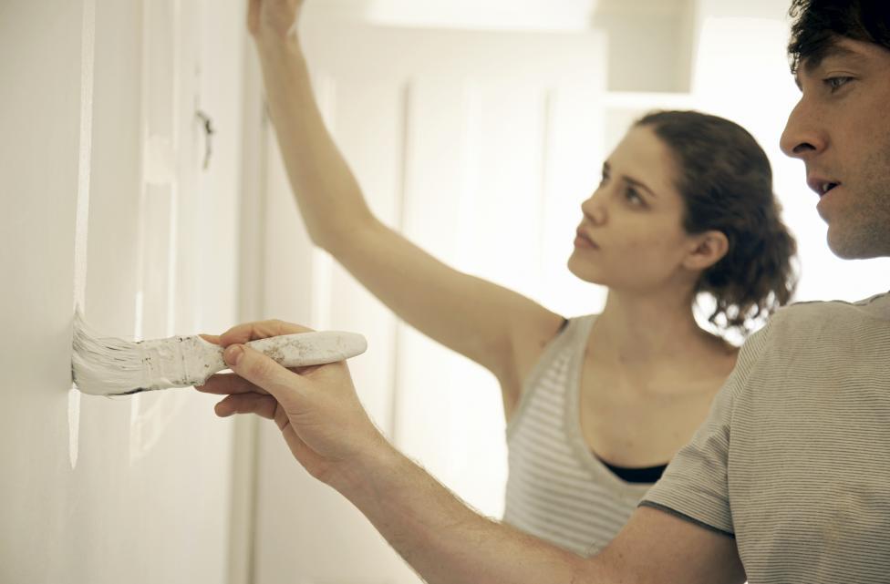 - Боята, която сте избрали за стените в дома. Може да се наложи да правите малки корекции.