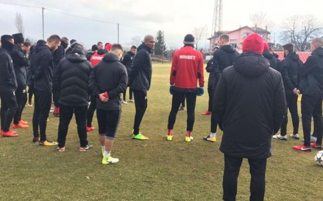 След тридневна почивка, футболистите на ЦСКА подновиха тренировки на базата