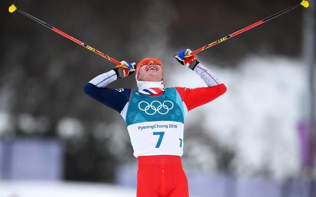 Изключителен норвежки триумф беляза 30-те километра в скиатлон при мъжете.