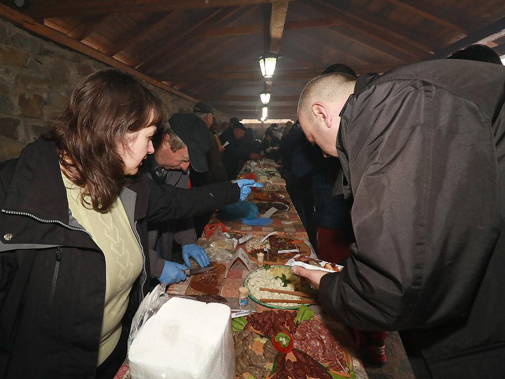 """На 10.02.2018 г. в Широка лъка се проведе празник на """"Майсторското мезе"""". В надпреварата се включиха Майстори на вкусни мезета от месо и млечни продукти от целият регион – Широка лъка, Гела, Стойките, Стикъл, Солища, Върбово, Кукувица."""