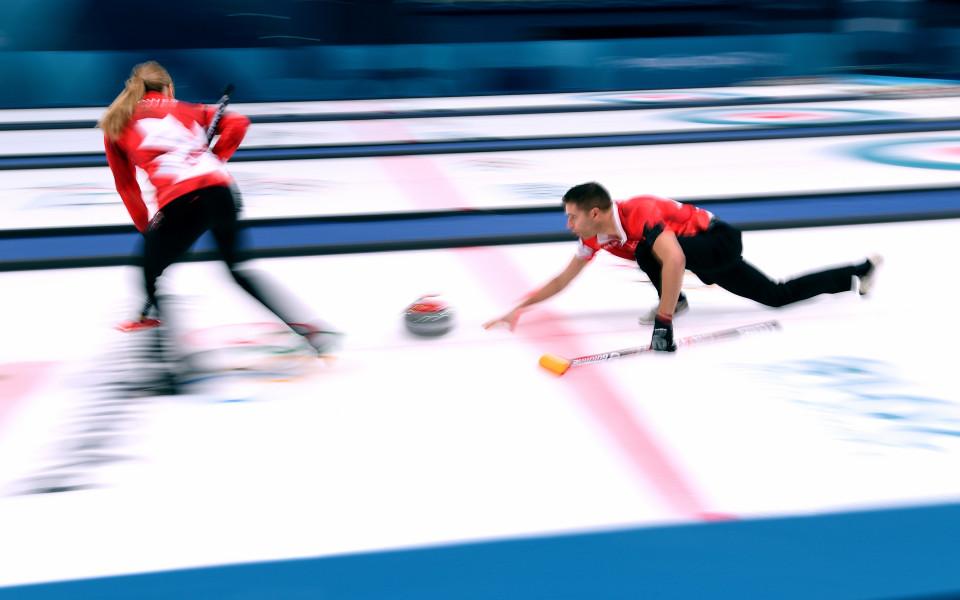 Швейцария срещу Канада във финала по кърлинг за смесени отбори