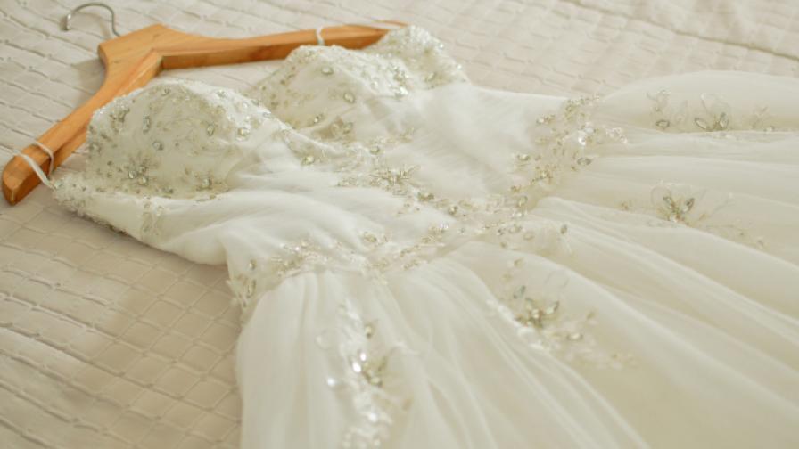 Жена получи сватбената си рокля 32 г. след химическо