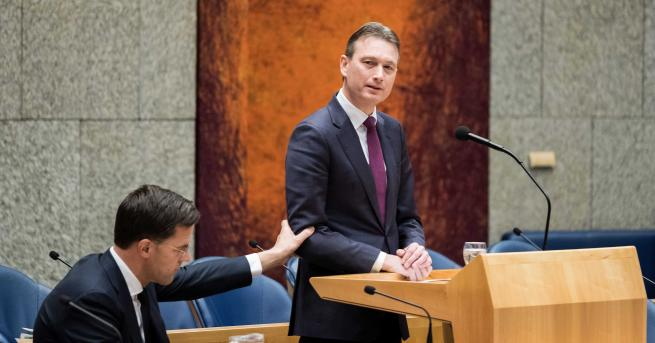 Холандският външен министър Халбе Зейлстра подаде оставка, след признанието, че