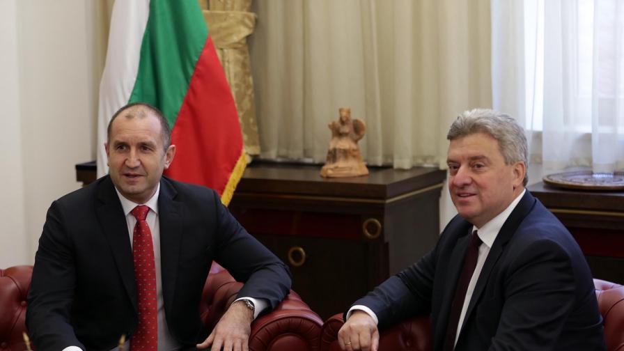 Радев в Скопие: Няма да приемем име, свързано с България