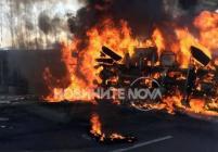 Запален тир блокира изхода на София