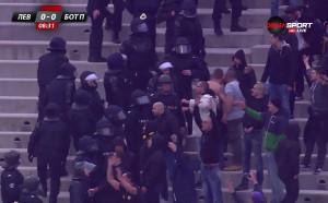 Полиция влезе в сектора на ботевистите