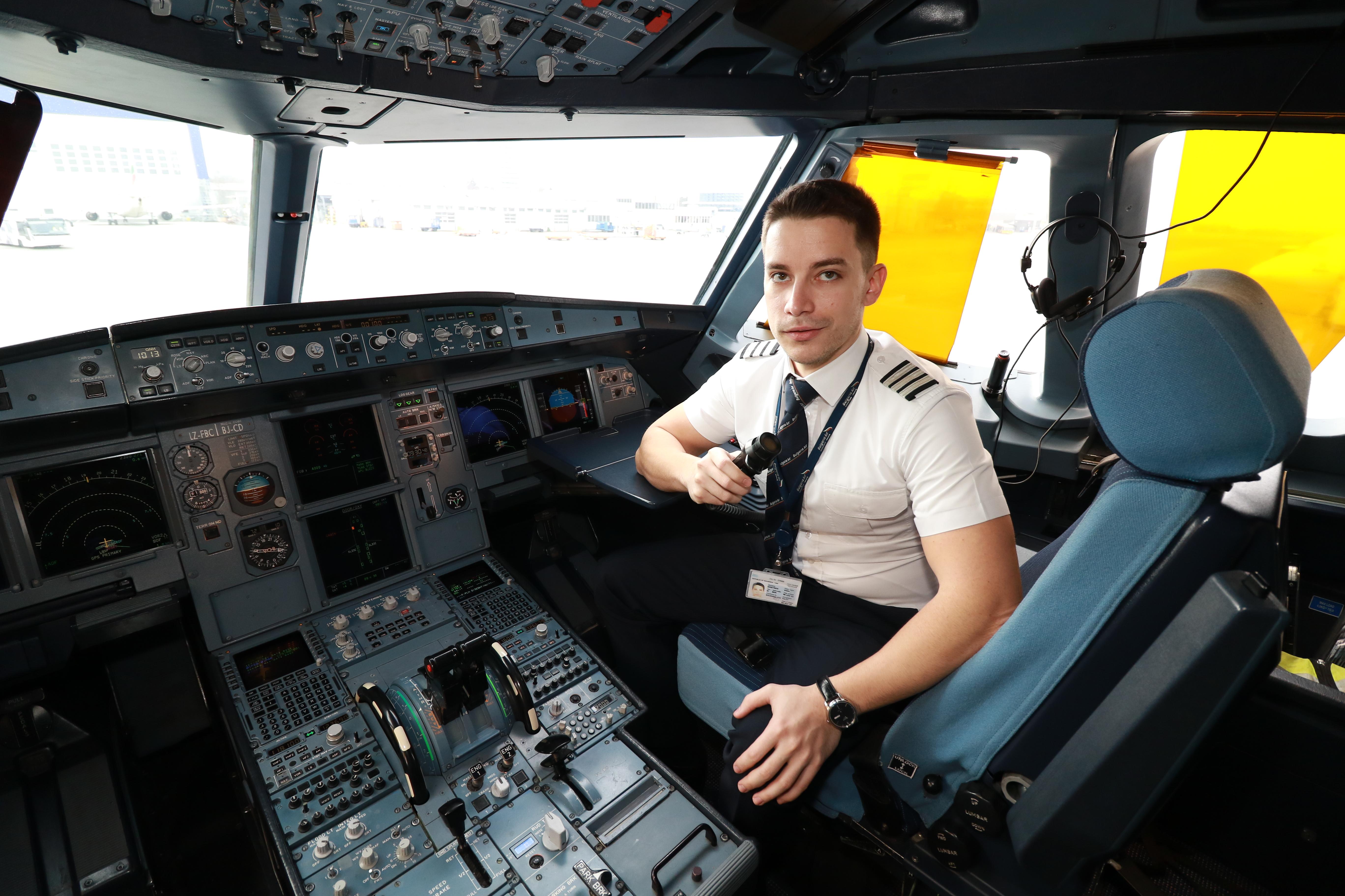 """Преди около 2 години Васил Димитров се завръща в родината си и започва работа в """"Бълагрия Еър""""."""