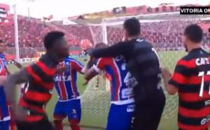 Скандално! 10 червени картона и здрав бой на мач в Бразилия