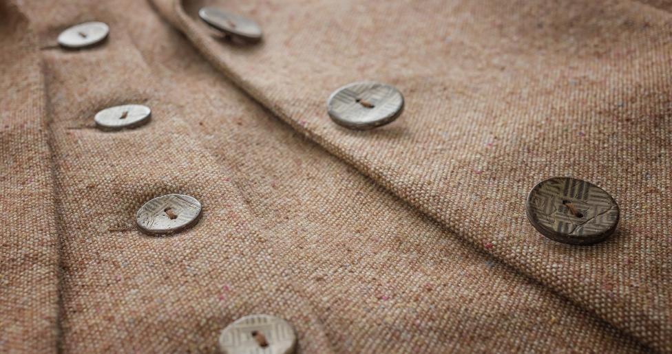 - Вярвате или не, смяната на копчетата на една риза или палто придава голям контраст в дрехата ви. Може да разнообразявате с различни копчета и със...