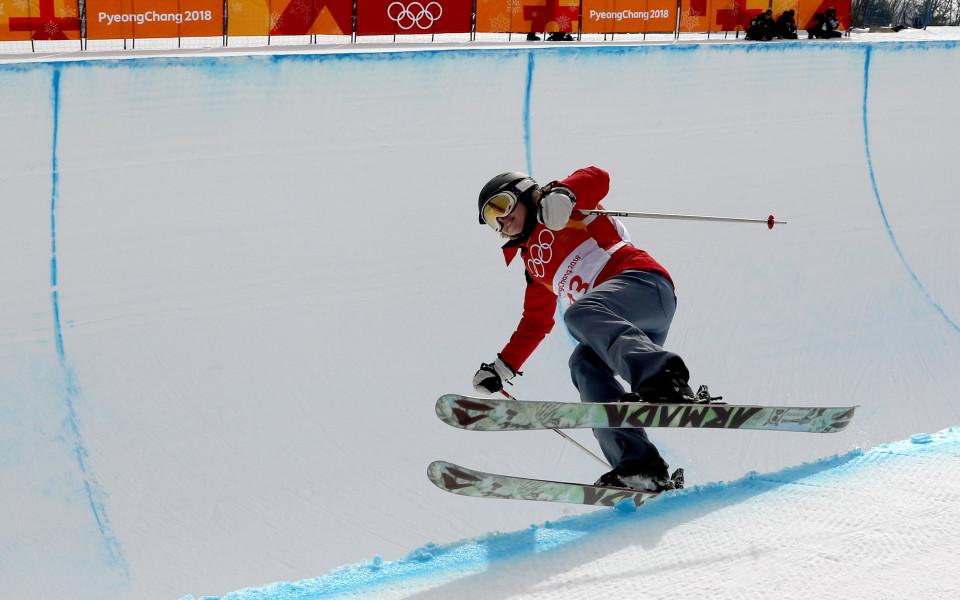 Запознайте се с най-лошата, но и най-хитра скиорка на Олимпиадата