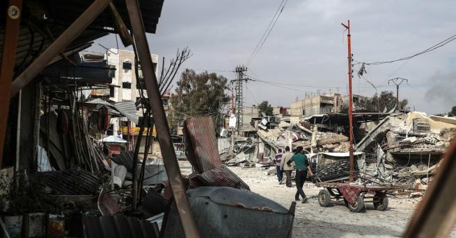 Десет цивилни бяха убити при нов въздушен удар от сирийския