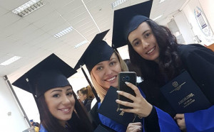 Три от Златните момичета се похвалиха с чисто новите си дипломи