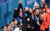 Медалистките в женския кърлинг<strong> източник: Gulliver/GettyImages</strong>