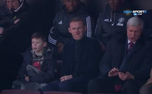 Рууни гледа дербито Манчестър Юнайтед - Челси