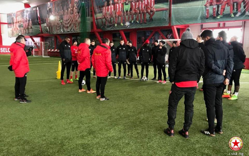 ЦСКА тренира на закрито за Етър