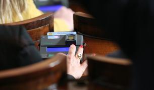 <p>Скандал почти до бой в Народното събрание</p>