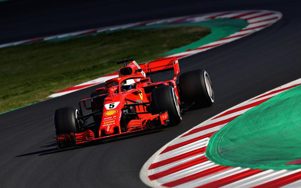 Фетел извънредно ще кара за Ферари през втория ден