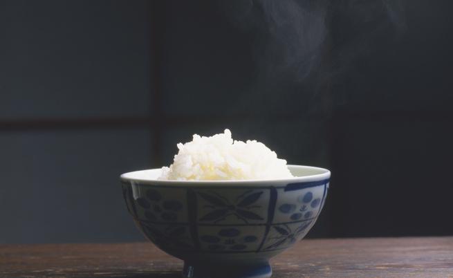 Оризът се изхвърля само в кофата.