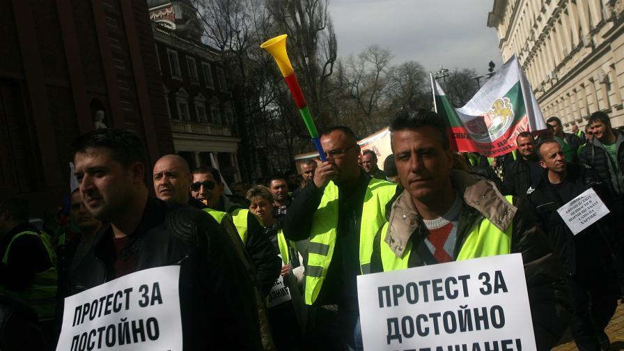Дават 15 млн. лв. на протестиращите надзиратели