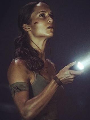 Алисия Викандер като Лара Крофт
