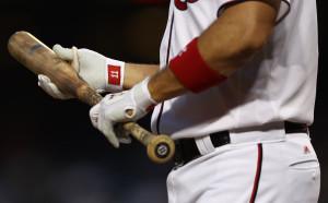 Бейзболист преби гаджето си, уволниха го (Видео 18+)