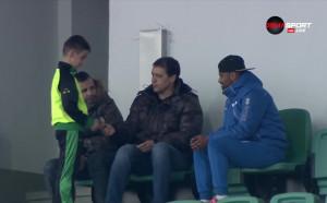 Хубчев отказа автограф върху ръката на малчуган, не иска да му се карат вкъщи