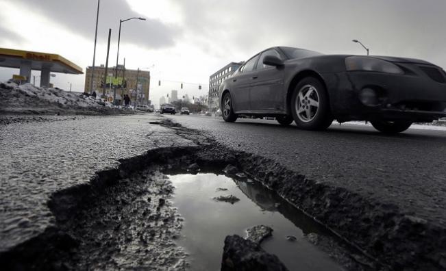 Кога ще ремонтират дупките по пътищата
