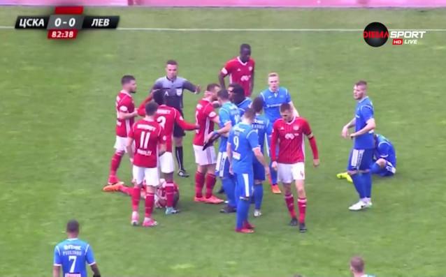 При тежките атмосферни условия в дербито между ЦСКА и Левски,