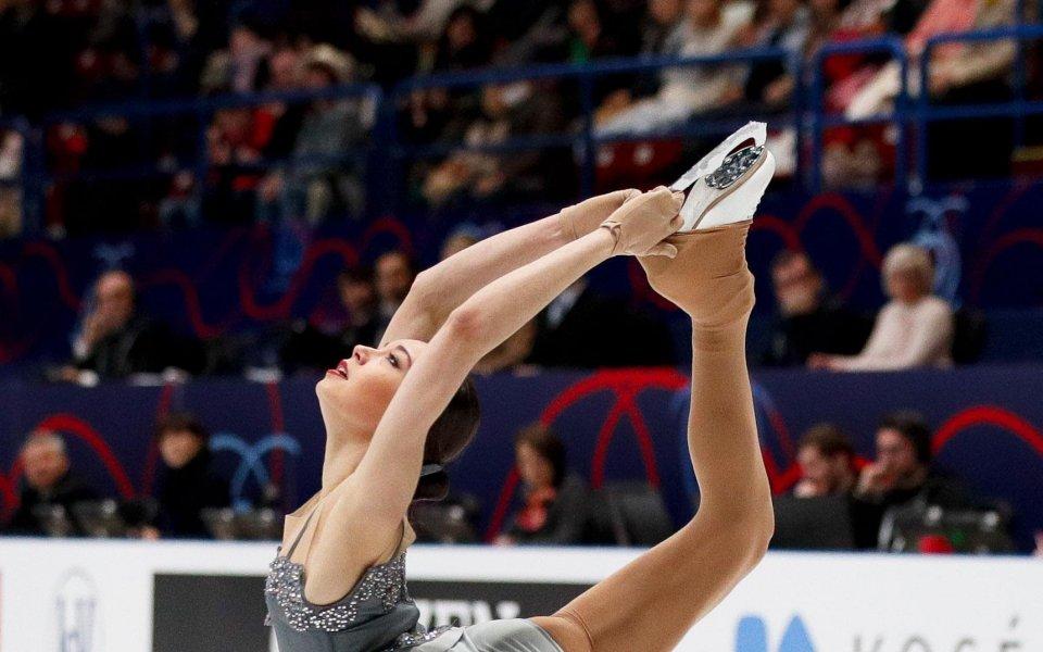 Каролина Костнер спечели кратката програма на Световното