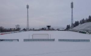 Футболистите на Пирин тренират на закрито заради лошото време