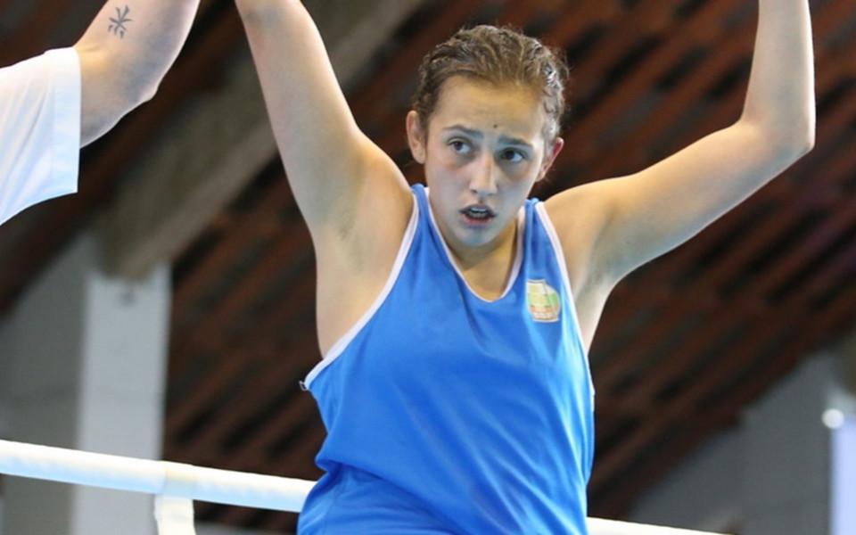 Две българки стартираха с победи на Eвропейското по бокс в Румъния