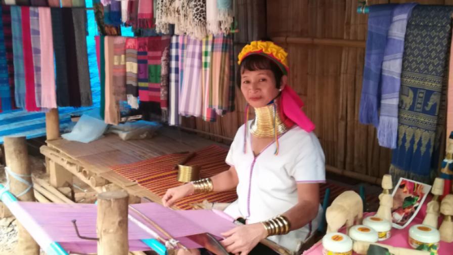 В дома на падонг - жените жирафи (снимки)