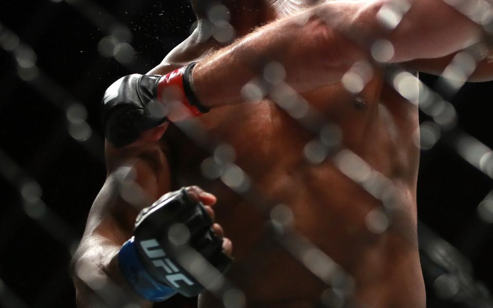 Сантяго Понзинибио срещу Камару Усман в UFC Чили
