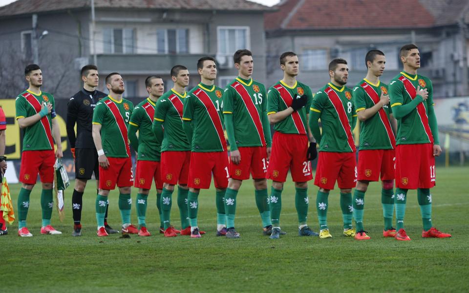 Младежите покосиха Словения и запазиха шансове за второто място
