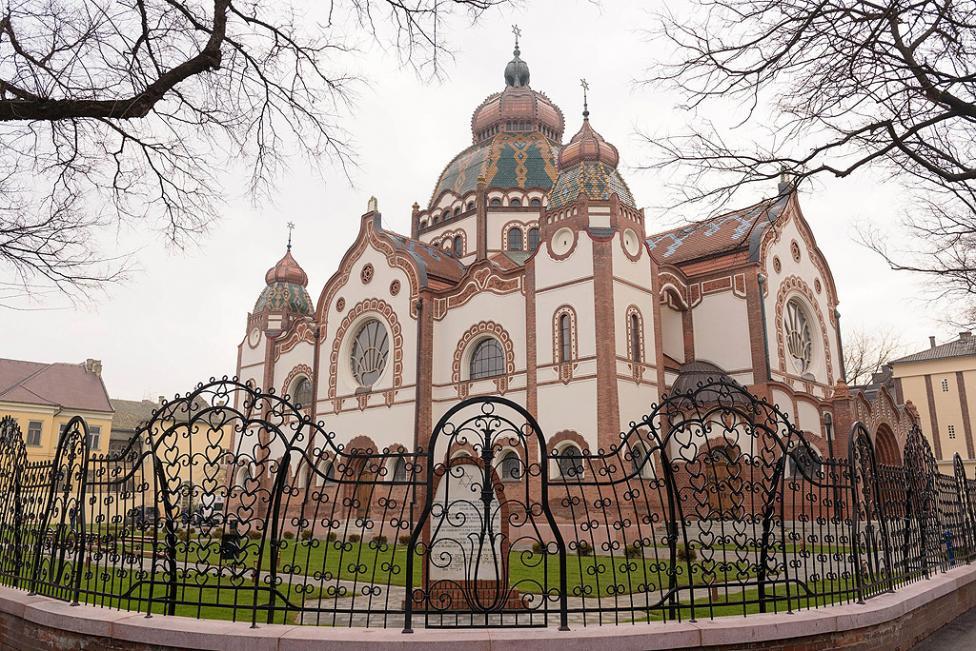 - Синагогата е построена от унгарските архитекти Марсел Комор и Дезо Якаб през 1901 – 1902 година. Тя е забележително постижение на новото унгарско...