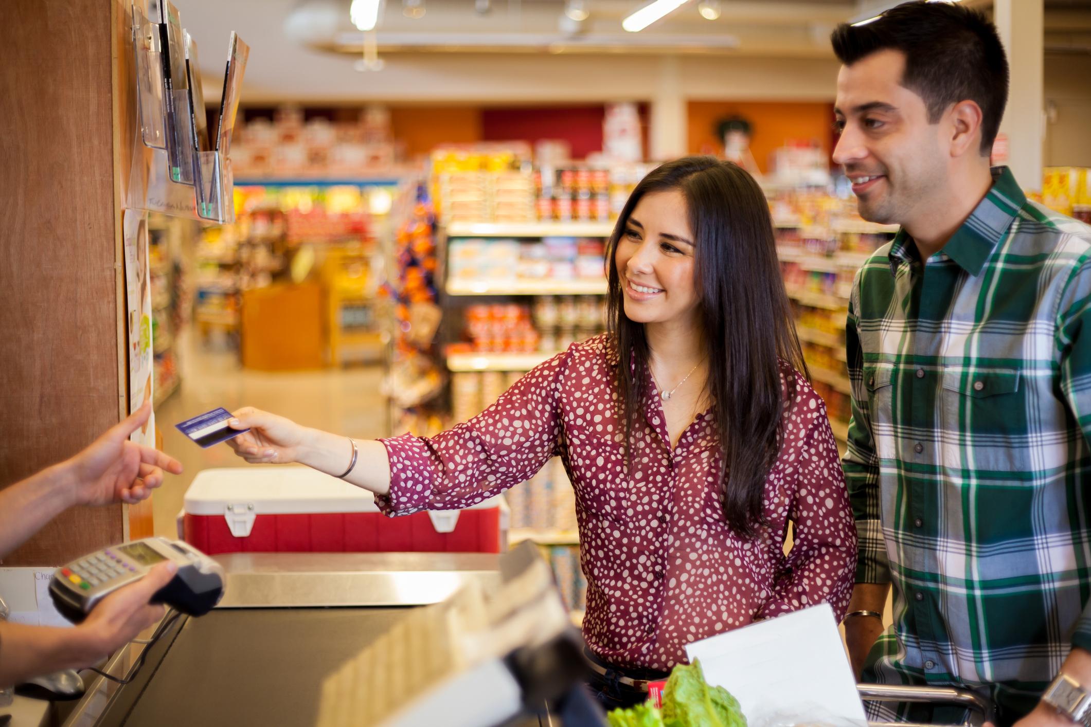 В почивните дни направете план за хранителните продукти и консумативите, които ще ви трябват през седмицата. Неделите обикновено са най-подходящи за голямото пазаруване в супермаркета. Но преди това си направете списък с най-необходимите или липсващите продукти в шкафовете и хладилника.