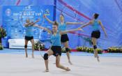Шестият състезател в ансамбъла по художествена гимнастика