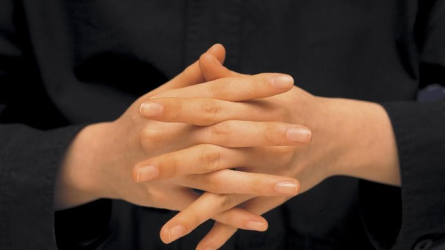 Учени обясняват загадката, свързана с пукането на пръсти