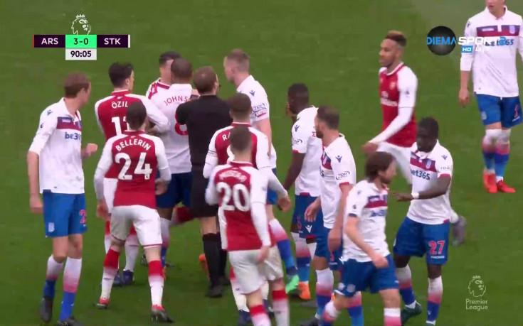 Арсенал и Стоук Сити се разгорещиха