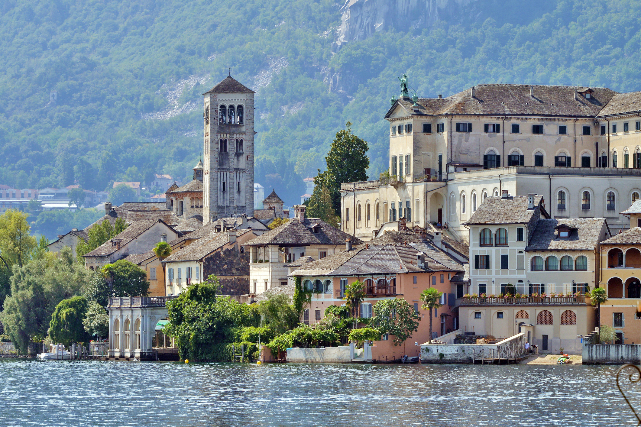 Орта Сан Джулио -е село иобщинавСевернаИталия, провинцияНовара, регионПиемонт. Разположено е на 294 метра надморска височина, на източния бряг на езероЛаго д'Орта.