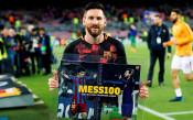 Меси със специален плакет по повод своя гол №100 в ШЛ