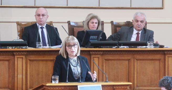 Министърът на правосъдието Цецка Цачева обмисля дали да награди хигиенистката,